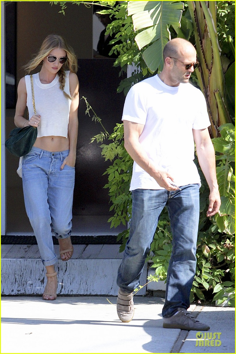 rosie huntington whiteley jason statham art gallery shopping 01