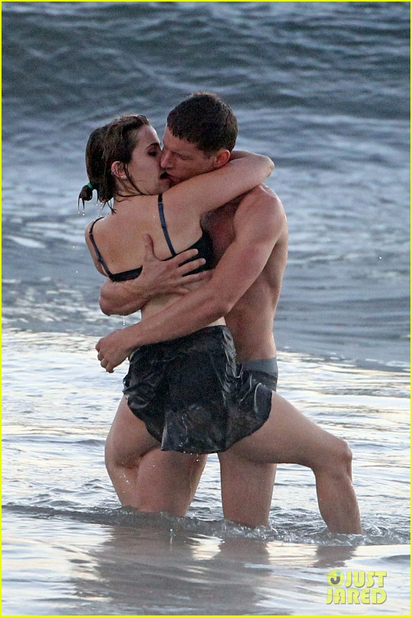 mae whitman matt lauria steamy parenthood beach scenes 032739971