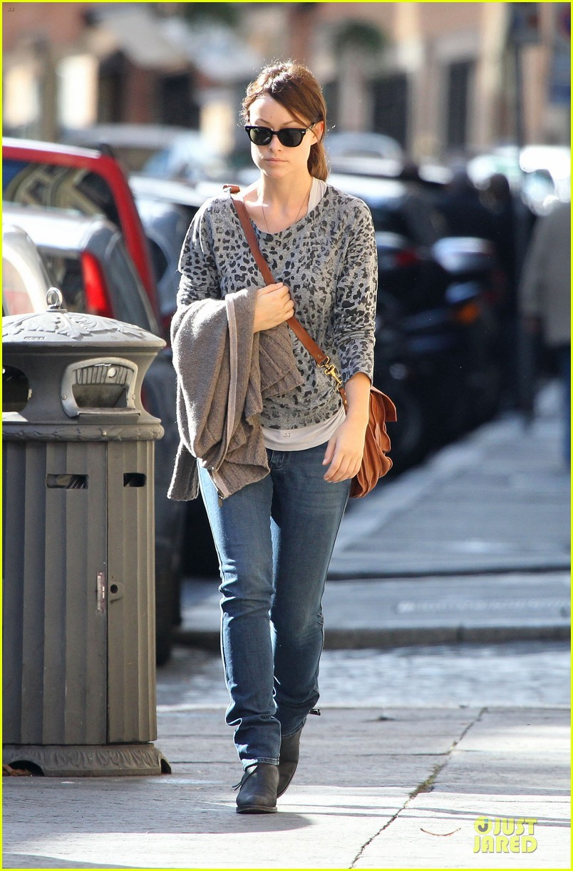 olivia wilde saturday night live viewing in italy 052738354
