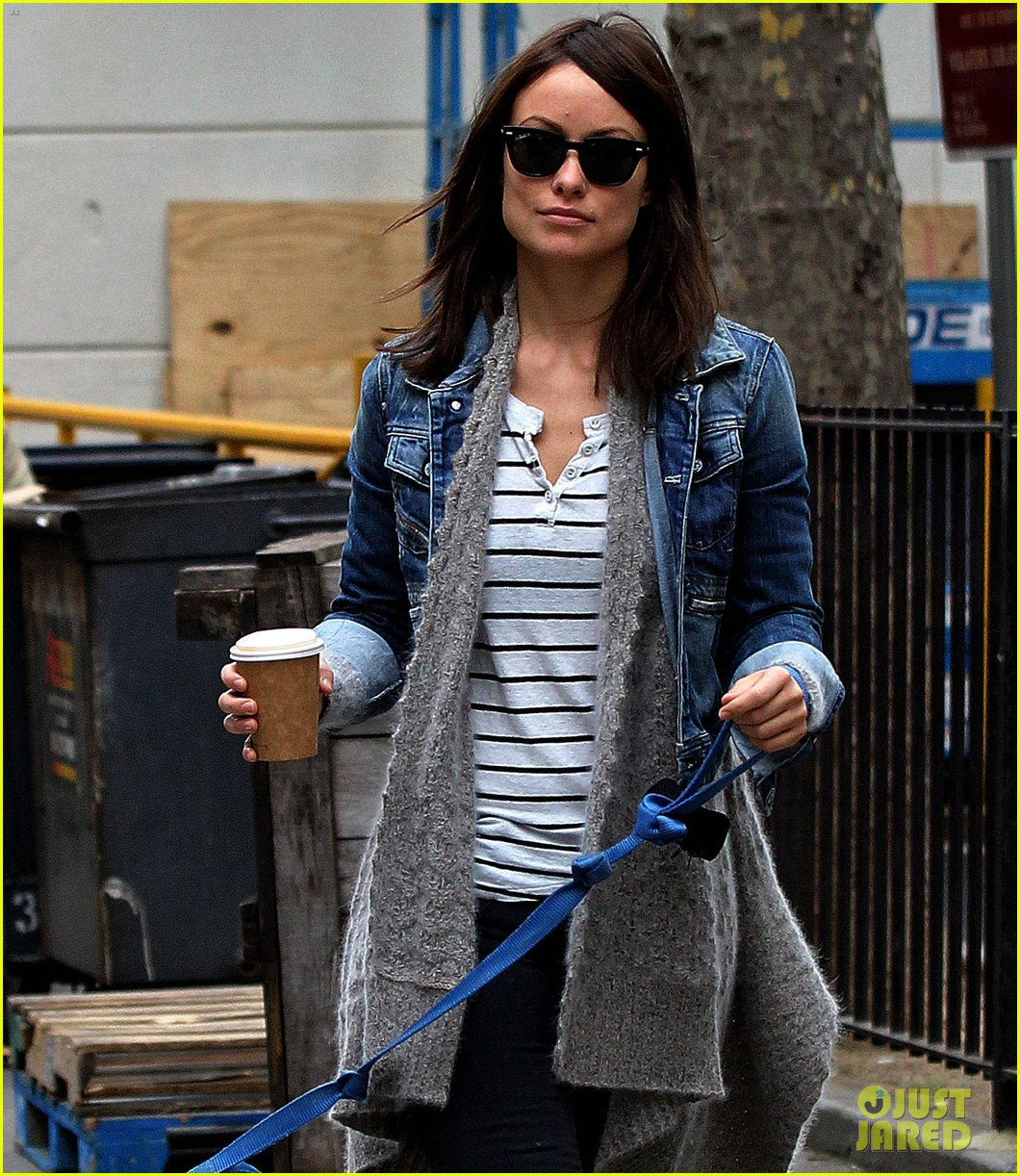 olivia wilde new york stroll with paco 03