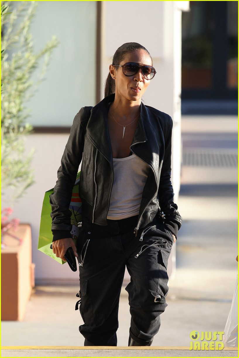 willow smith tra di noi lunch with mom jada 122739780