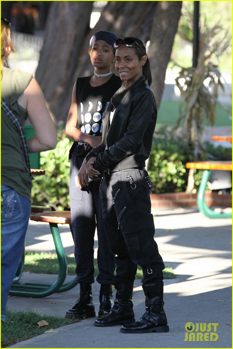 willow smith tra di noi lunch with mom jada 17