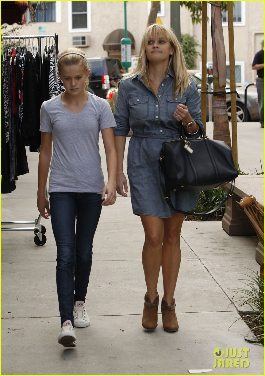 reese witherspoon brentwood lunch with ava 012743169