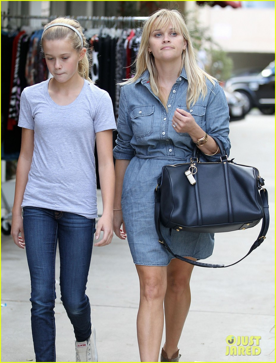reese witherspoon brentwood lunch with ava 042743172