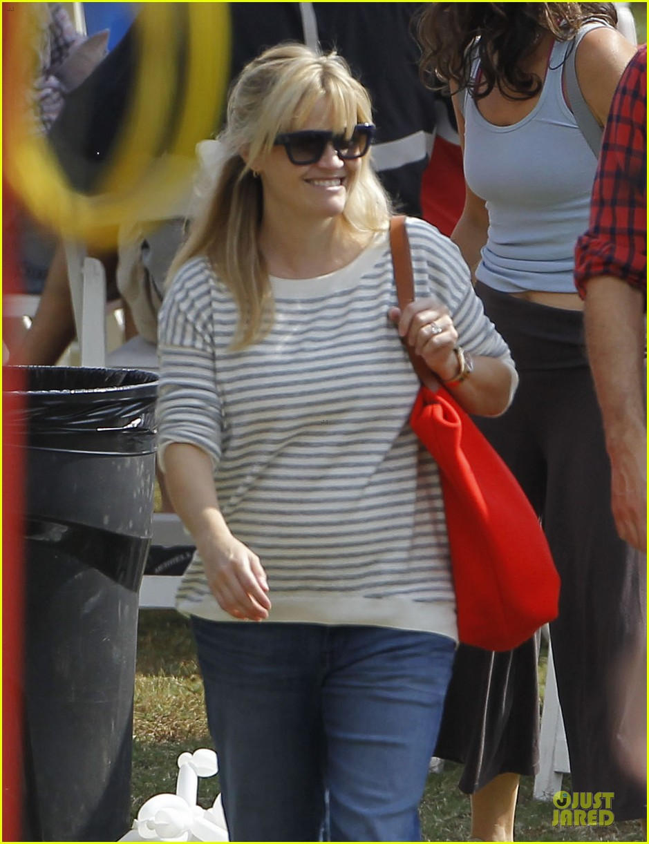 reese witherspoon jim toth carnival couple in brentwood 022742262