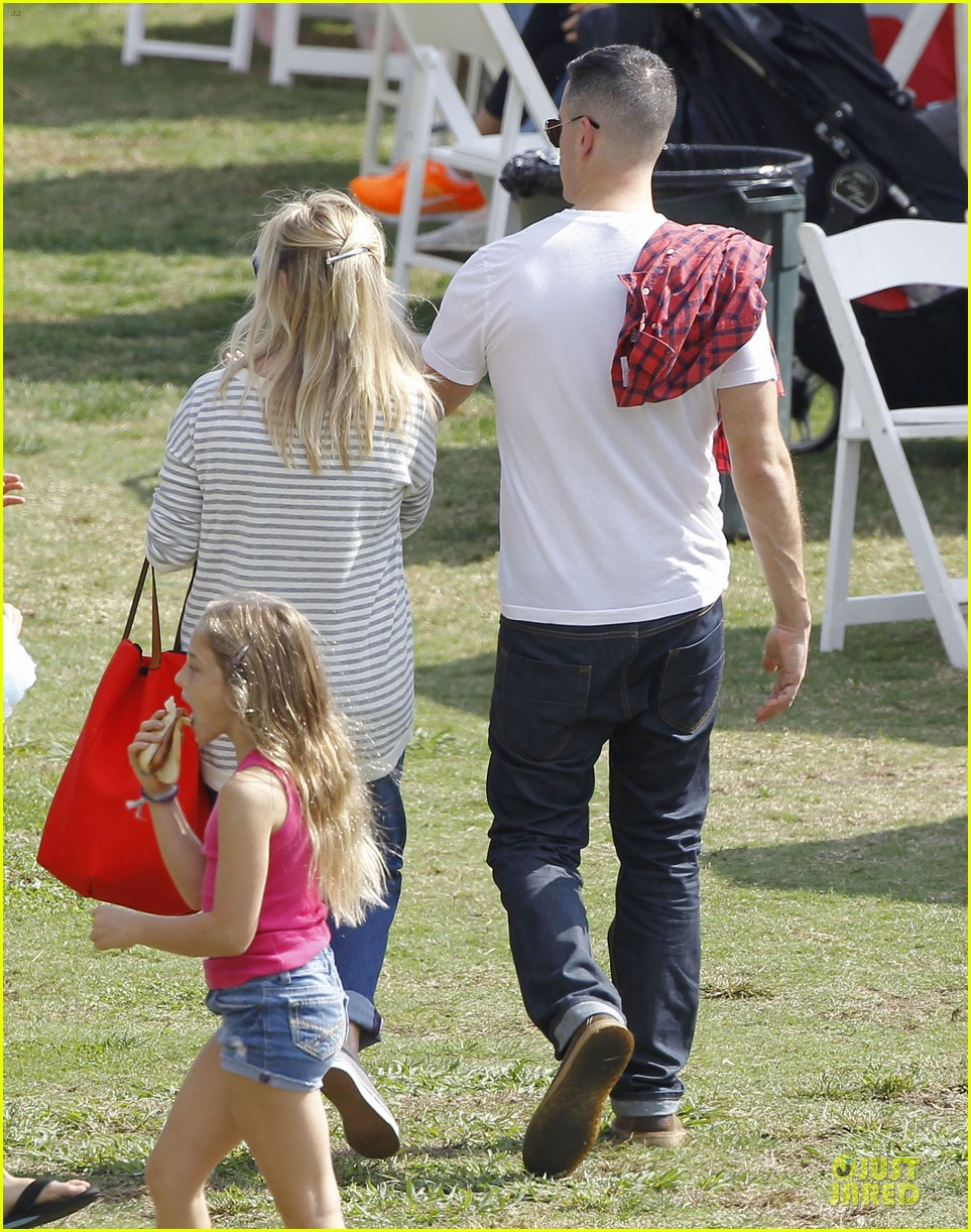 reese witherspoon jim toth carnival couple in brentwood 052742265