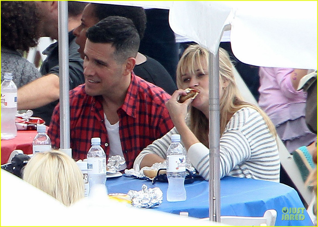 reese witherspoon jim toth carnival couple in brentwood 062742266