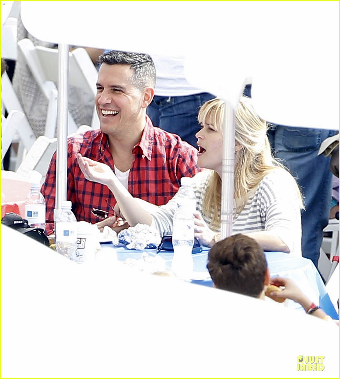reese witherspoon jim toth carnival couple in brentwood 08