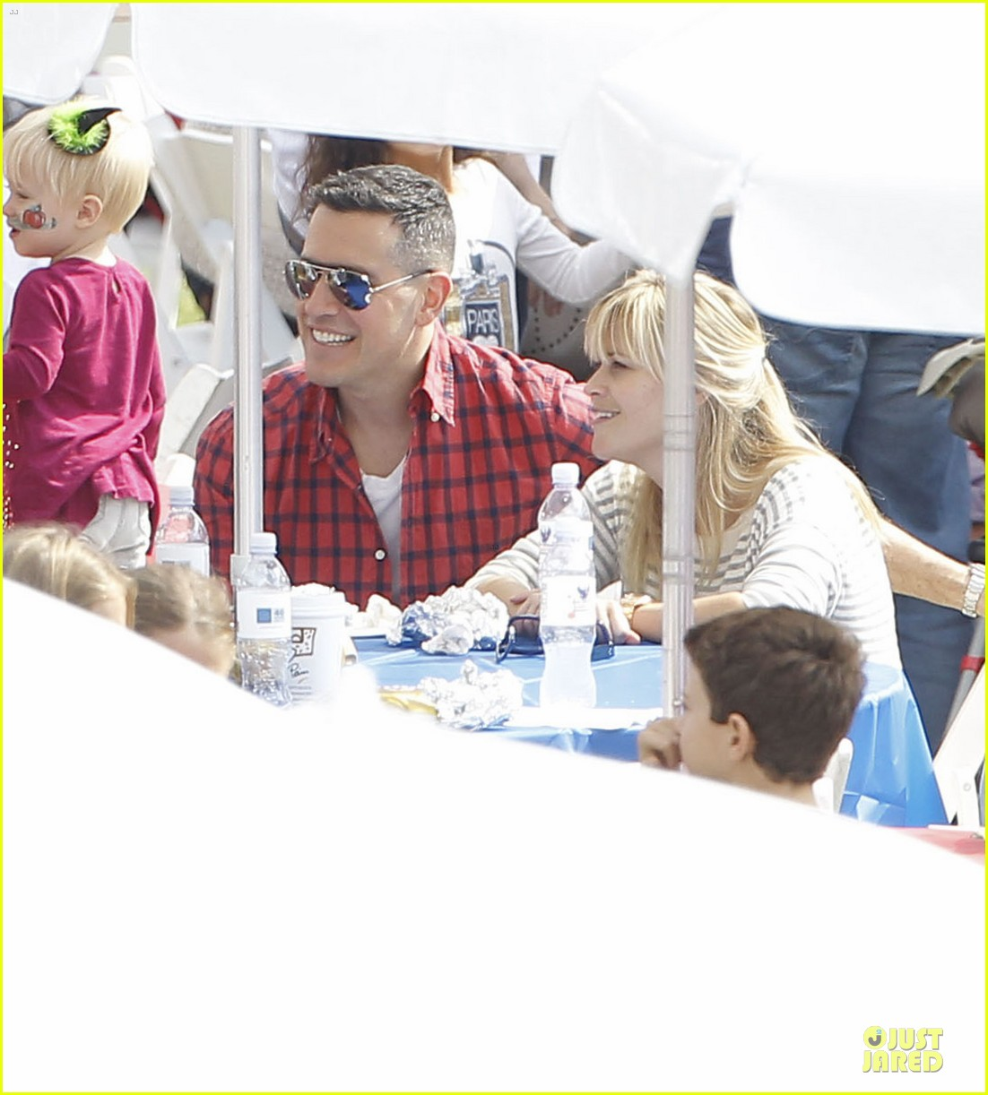 reese witherspoon jim toth carnival couple in brentwood 092742269