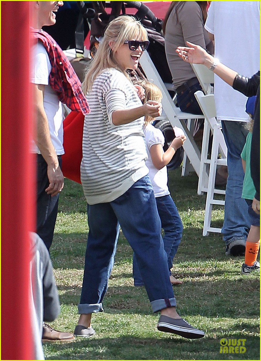 reese witherspoon jim toth carnival couple in brentwood 11