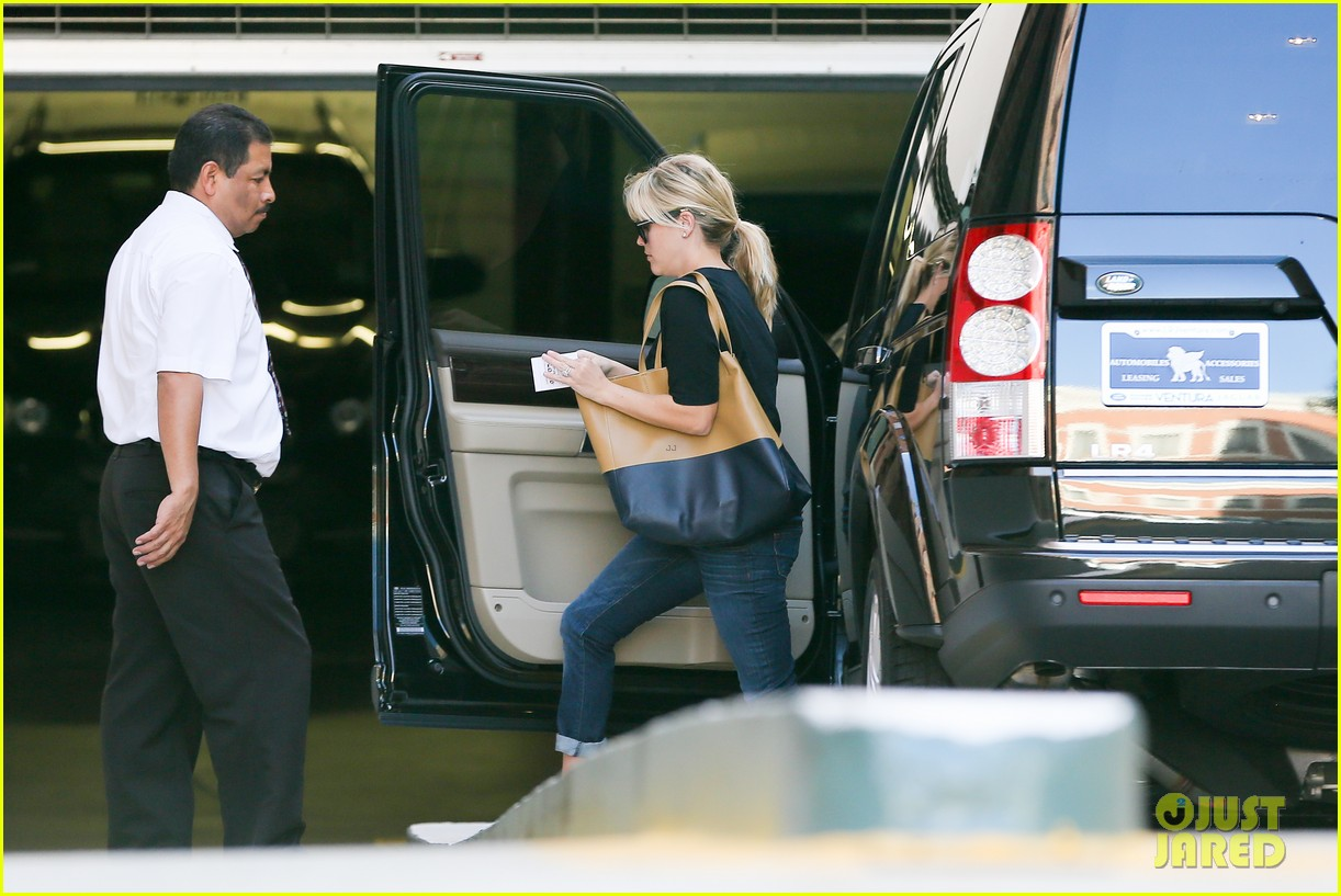 reese witherspoon post baby checkup with jim toth 072740736