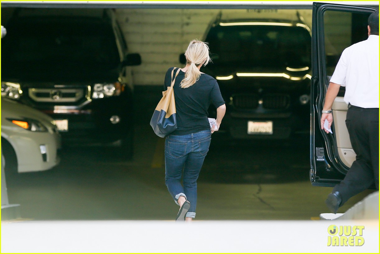 reese witherspoon post baby checkup with jim toth 102740739
