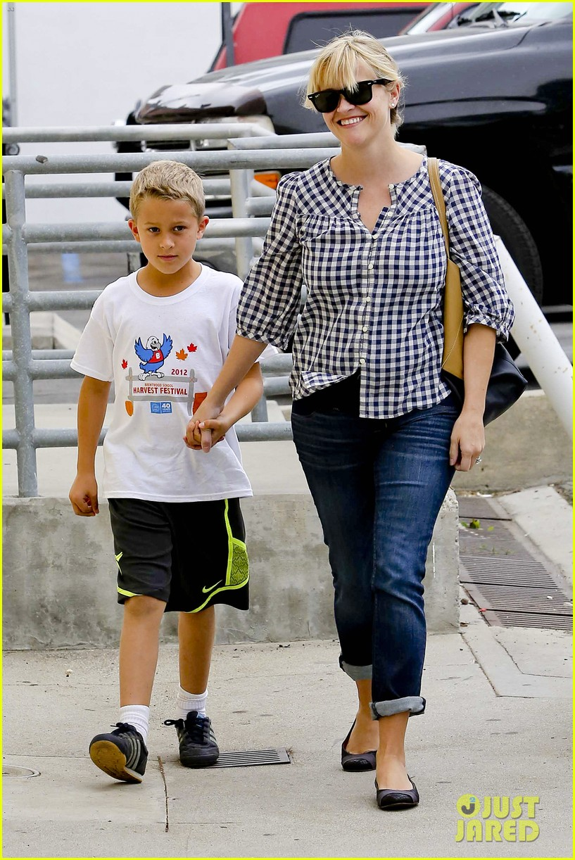 reese witherspoon juices up with deacon 072741207