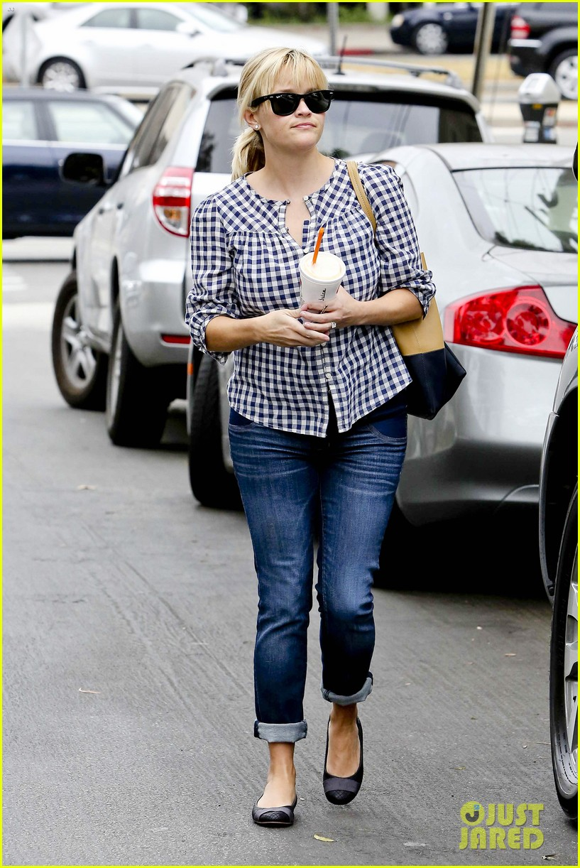 reese witherspoon juices up with deacon 122741212