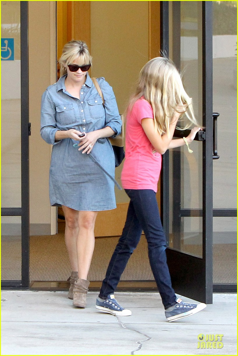 reese witherspoon pacific coast sports medicine stop with ava 082745846