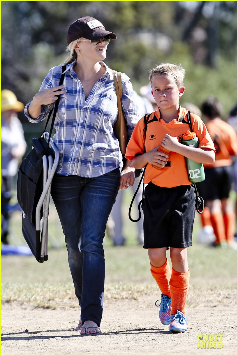 reese witherspoon soccer saturday with deacon 052746312