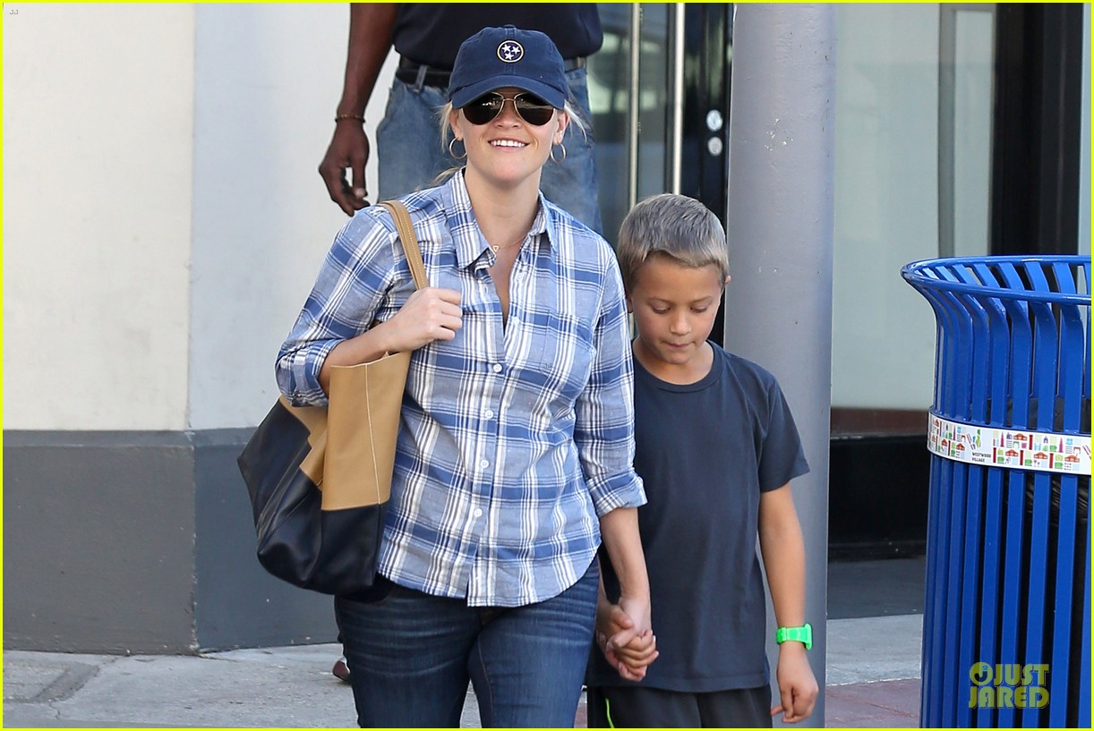 reese witherspoon soccer saturday with deacon 062746313