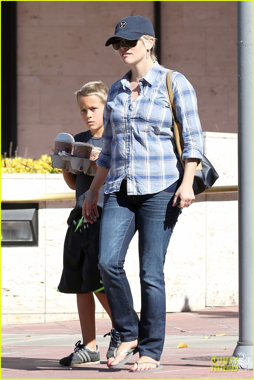 reese witherspoon soccer saturday with deacon 122746319