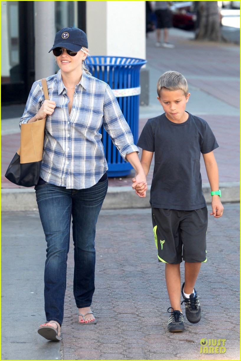 reese witherspoon soccer saturday with deacon 132746320