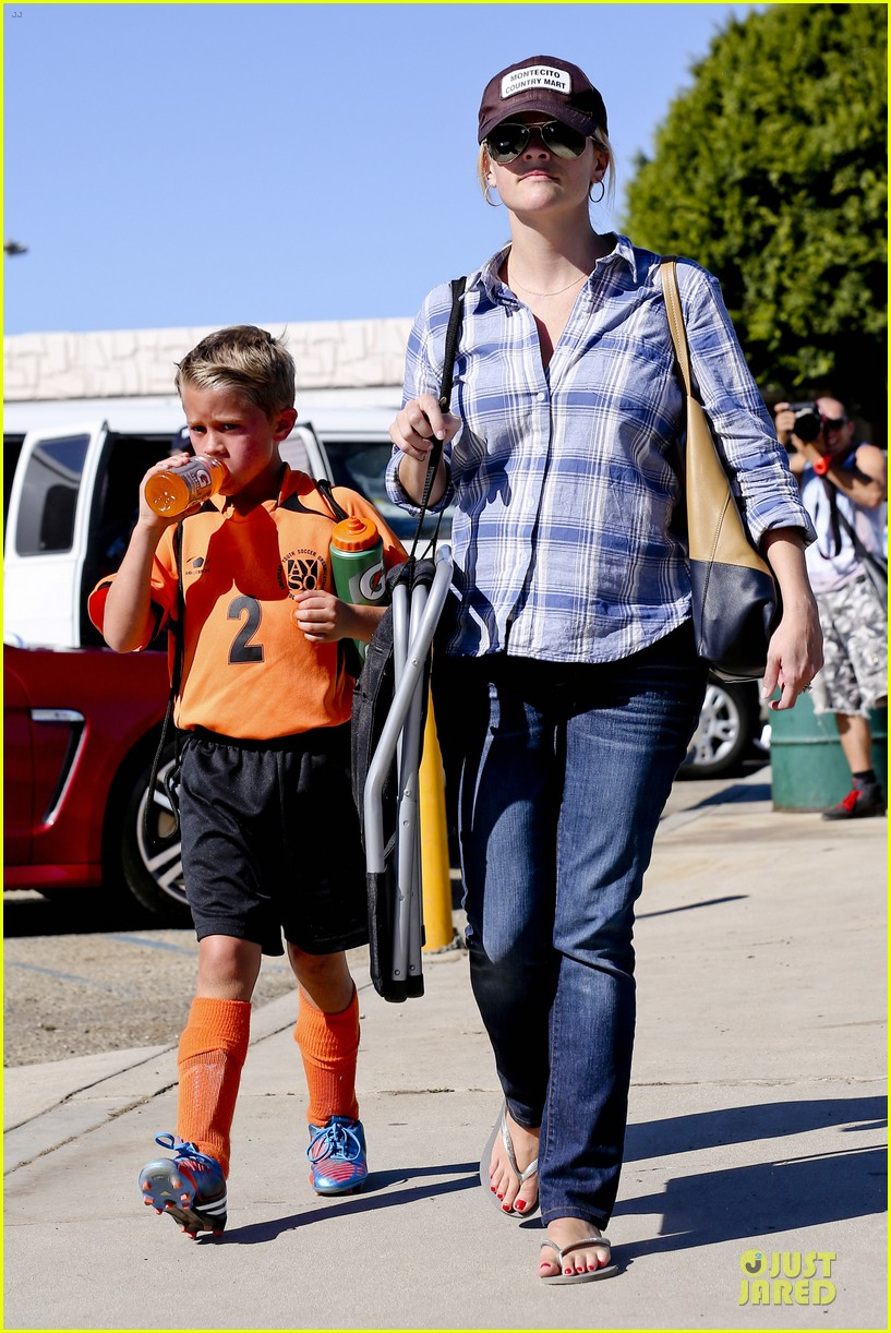reese witherspoon soccer saturday with deacon 262746333