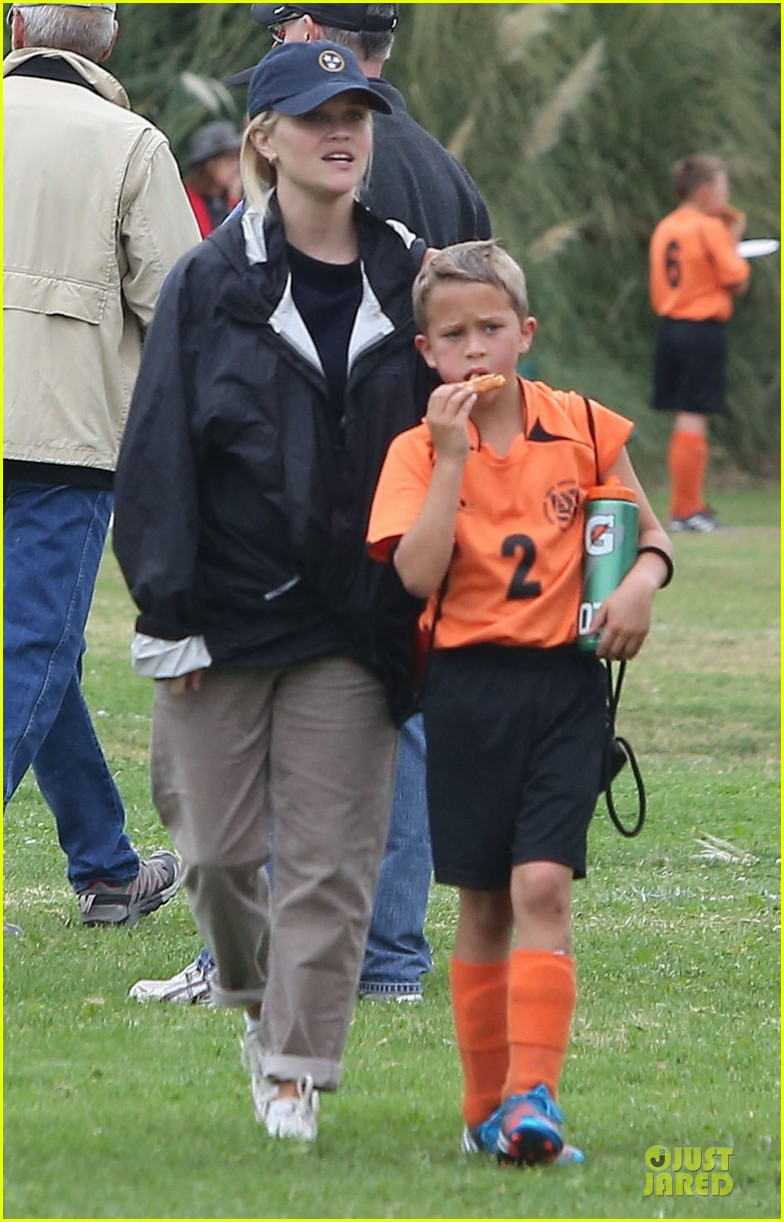 reese witherspoon jim toth deacons soccer game 012741609