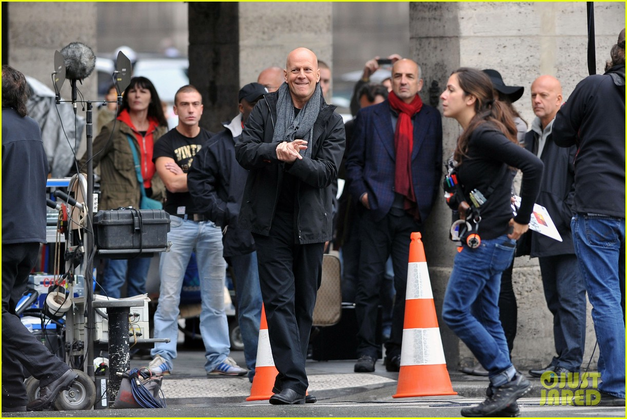 catherine zeta jones bruce willis red set 082737012