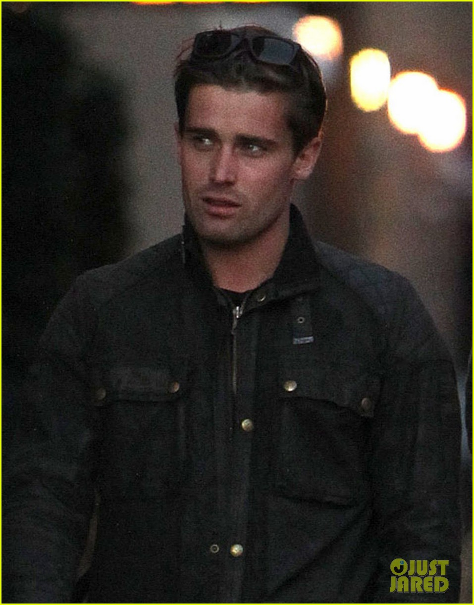 dianna agron christian cooke holding hands in nyc 042758335