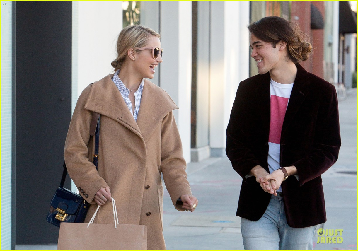 dianna agron thanksgiving glee episode appearance 02