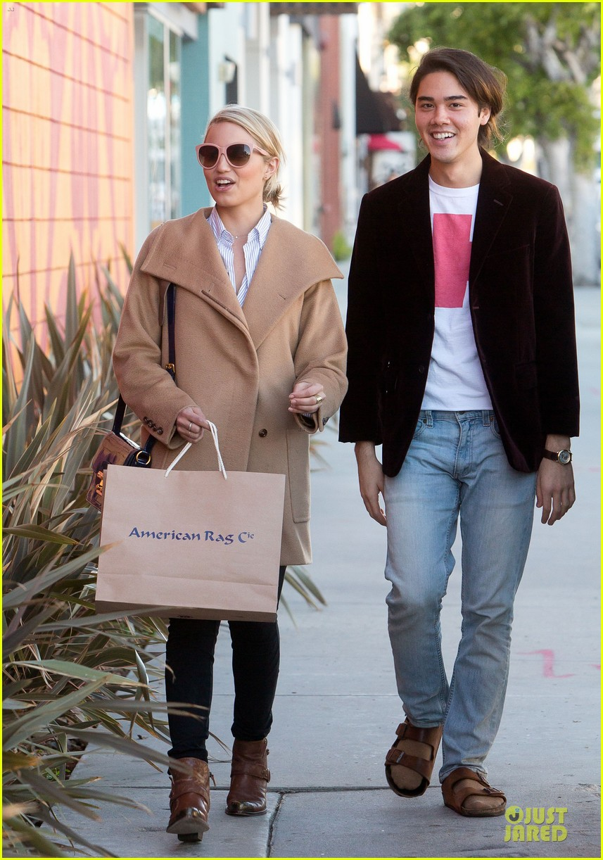 dianna agron thanksgiving glee episode appearance 052760544