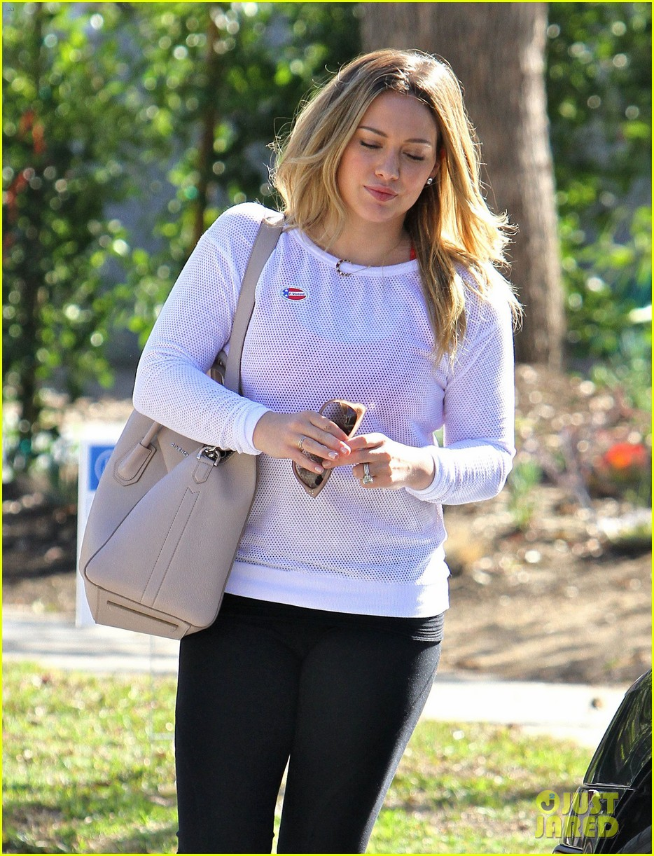 dianna agron hilary duff ladies who vote 102752123