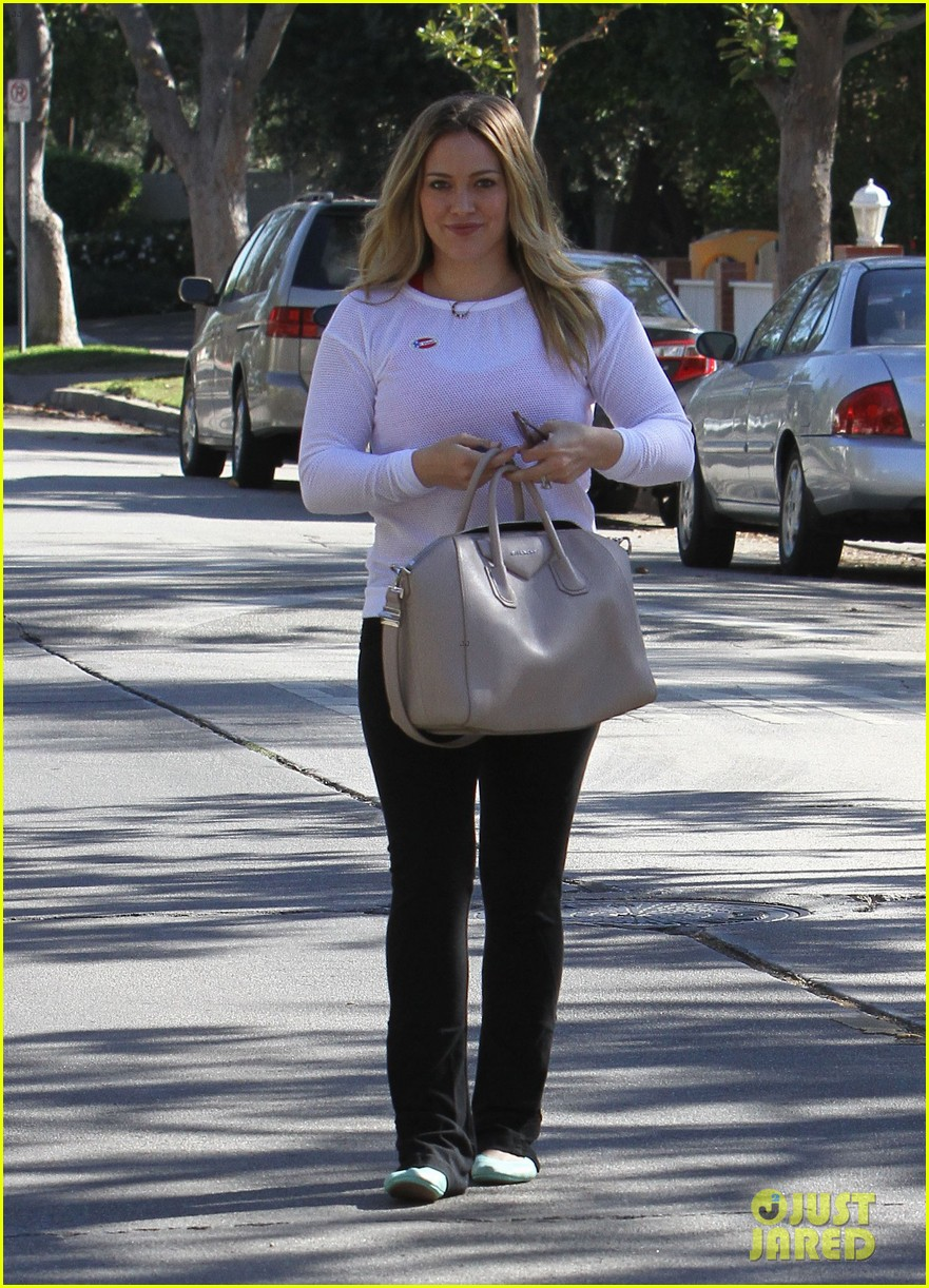 dianna agron hilary duff ladies who vote 132752126
