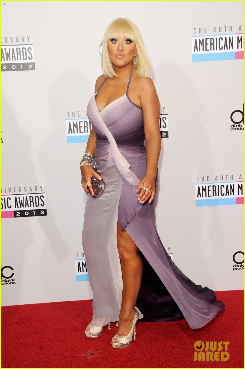 christina aguilera amas 2012 red carpet 022760266