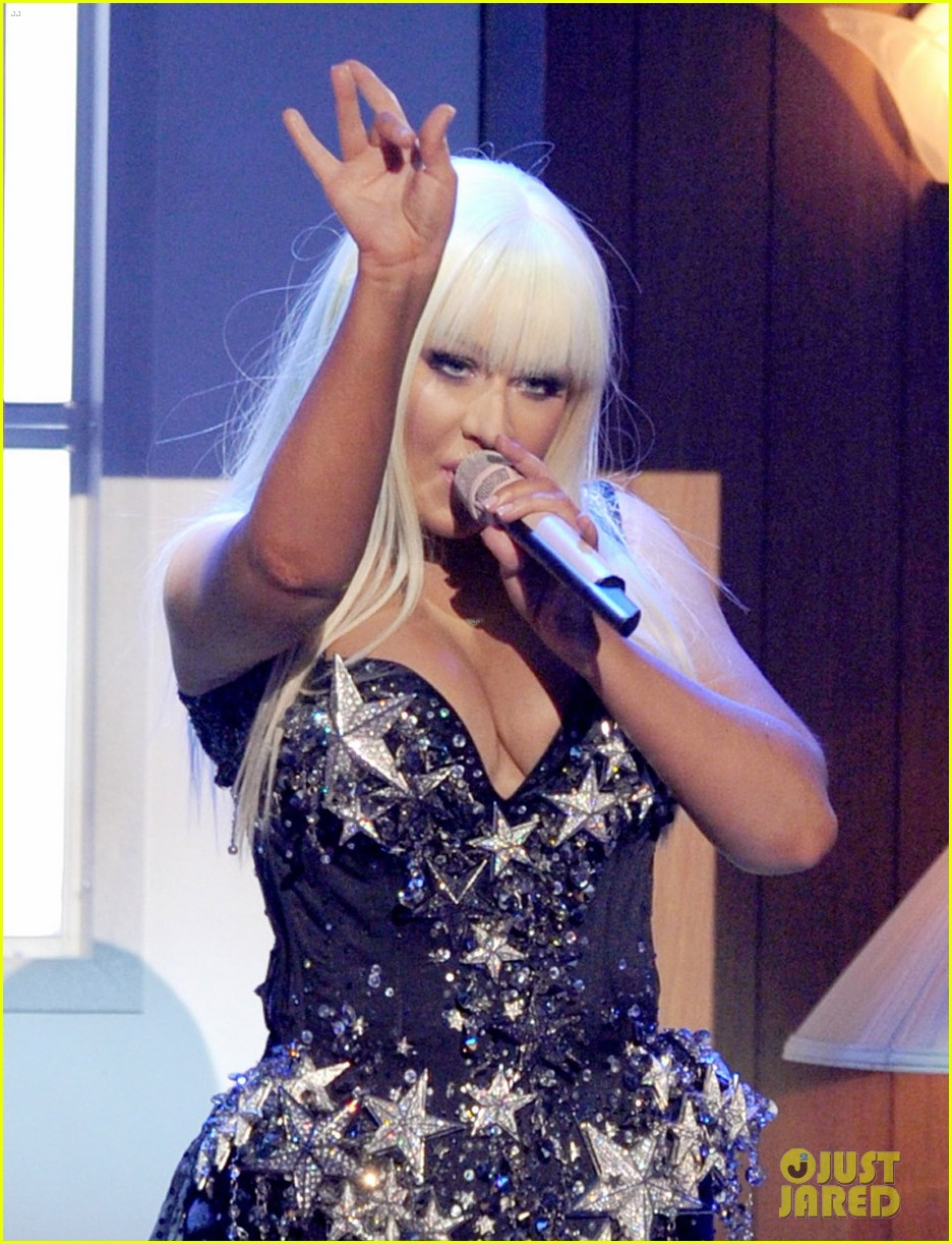 christina aguilera amas performance 2012 watch now 02