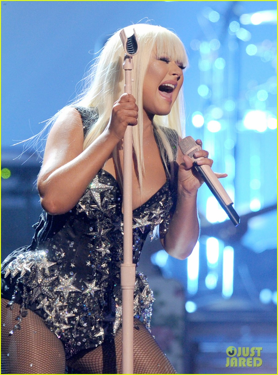 christina aguilera amas performance 2012 watch now 052760405