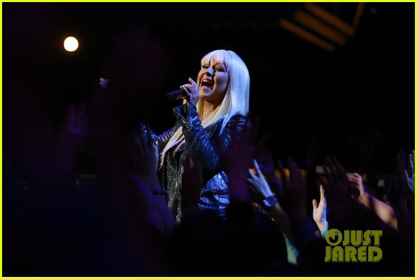 christina aguilera blake shelton just a fool performance on the voice 012761280