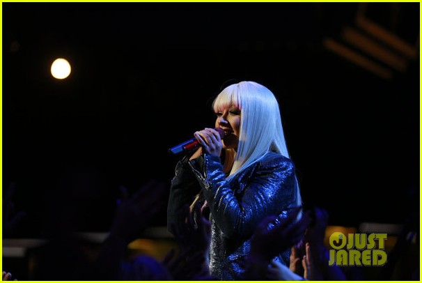 christina aguilera blake shelton just a fool performance on the voice 152761294