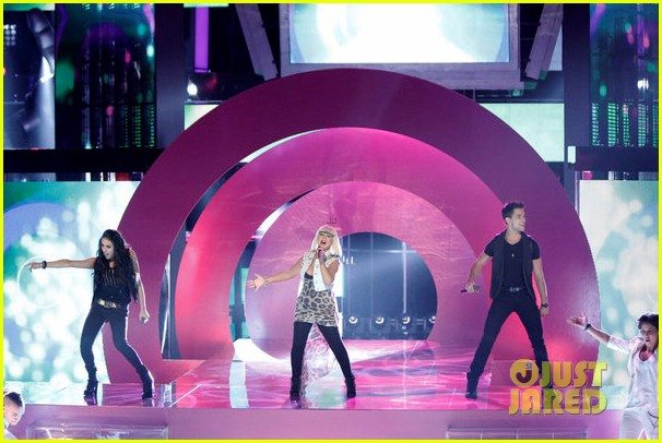 christina aguilera let there be love performance on the voice 062761781