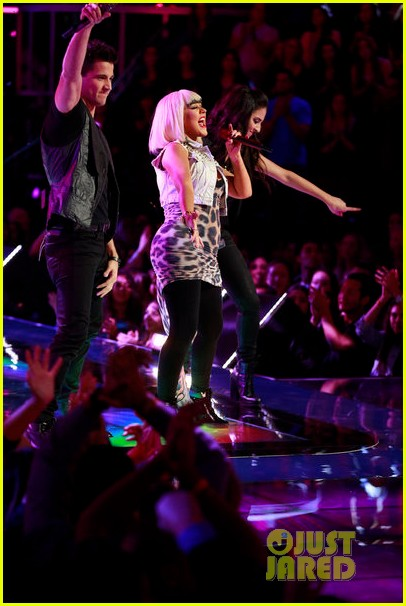 christina aguilera let there be love performance on the voice 102761785