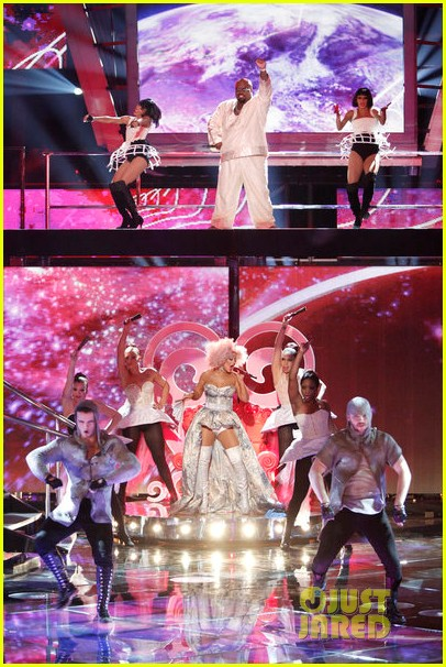 christina aguilera cee lo green make the world movie performance on the voice 062756930