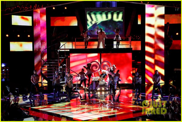 christina aguilera cee lo green make the world movie performance on the voice 102756934
