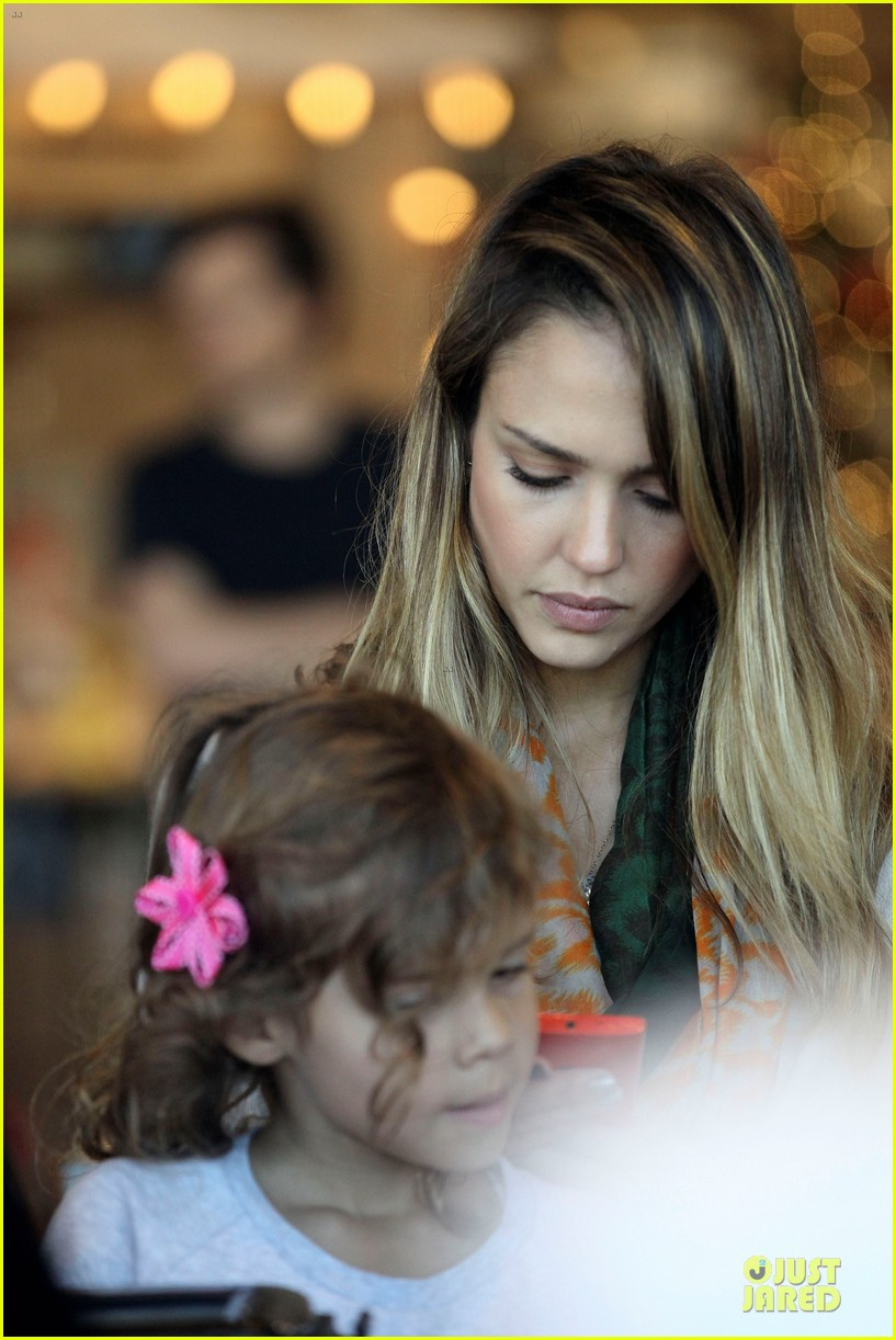 jessica alba holiday shopping with honor 222763784