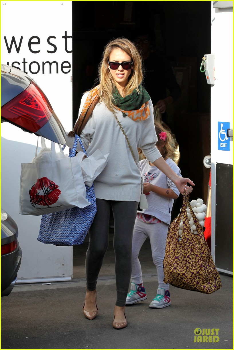 jessica alba holiday shopping with honor 232763785