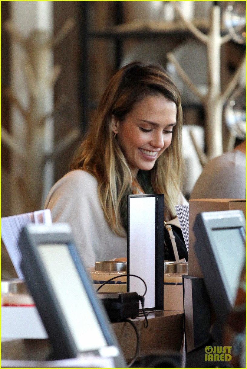 jessica alba holiday shopping with honor 242763786