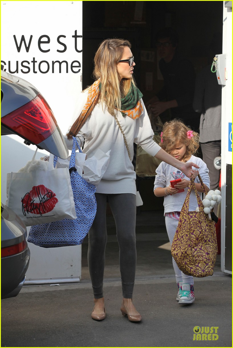 jessica alba holiday shopping with honor 252763787