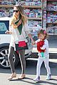 jessica alba holiday shopping with honor 05