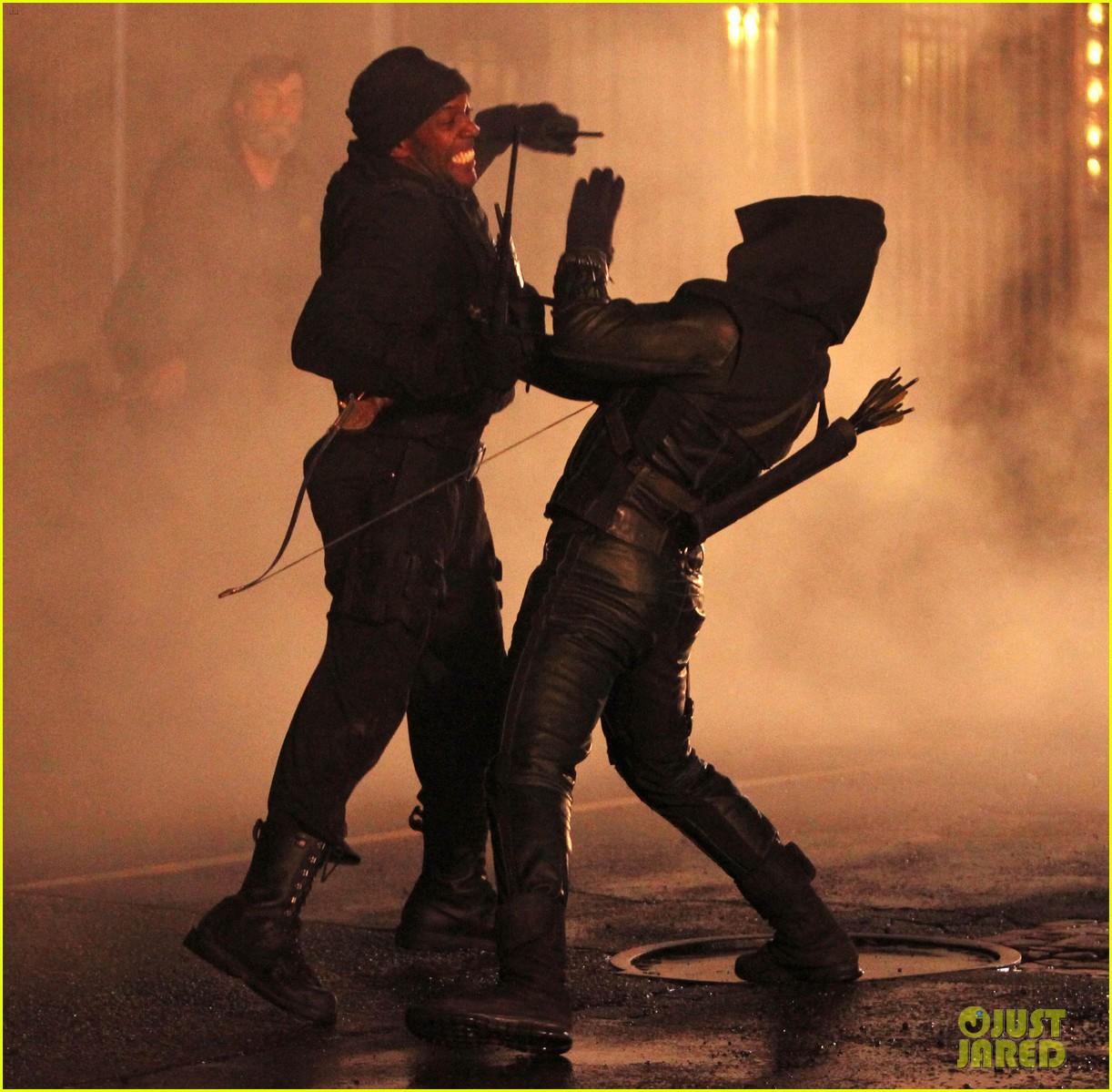 Stephen Amell: Late Night 'Arrow' Fight Scenes!: Photo