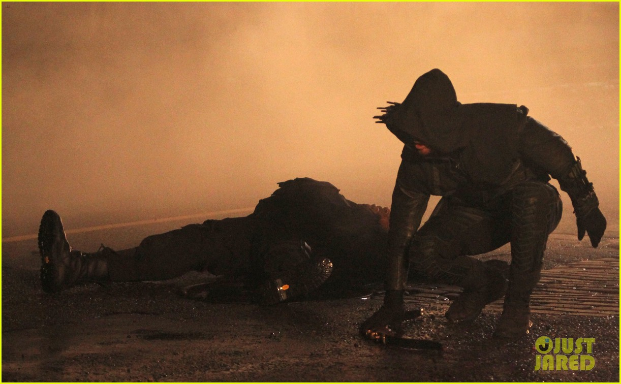 stephen amell arrow fight scenes 27