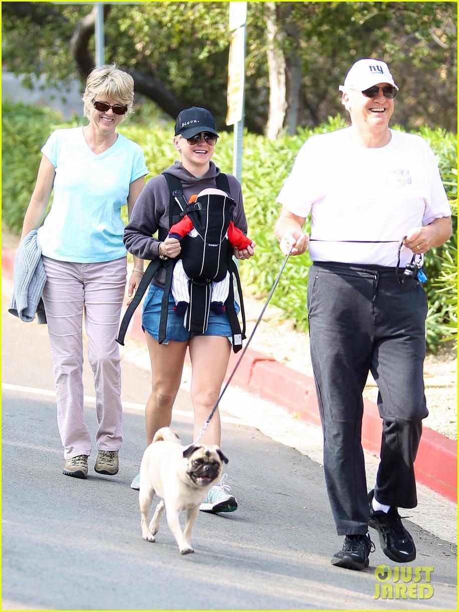 anna faris family walk with baby jack 022765614