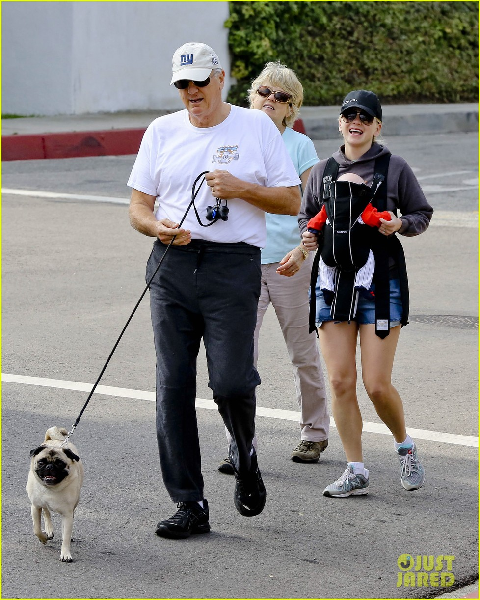 anna faris family walk with baby jack 042765616