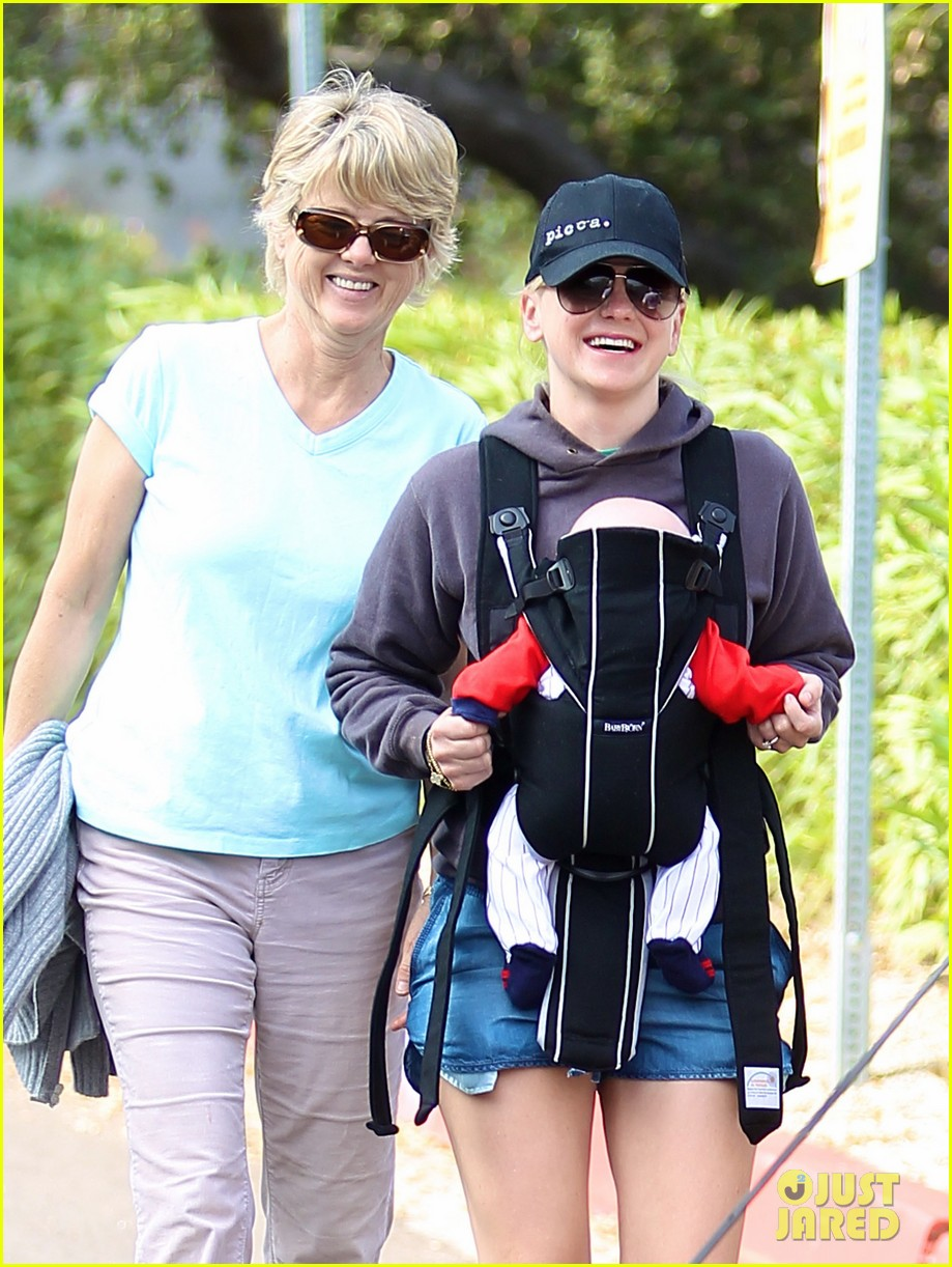 anna faris family walk with baby jack 052765617